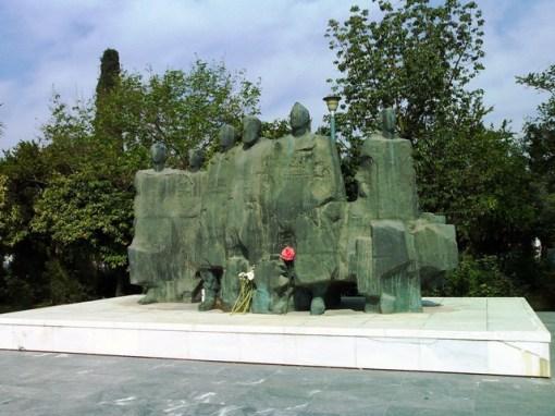Μνημείο Εθνικής Αντίστασης, Γλύπτης : Χρήστος Μέλλιος