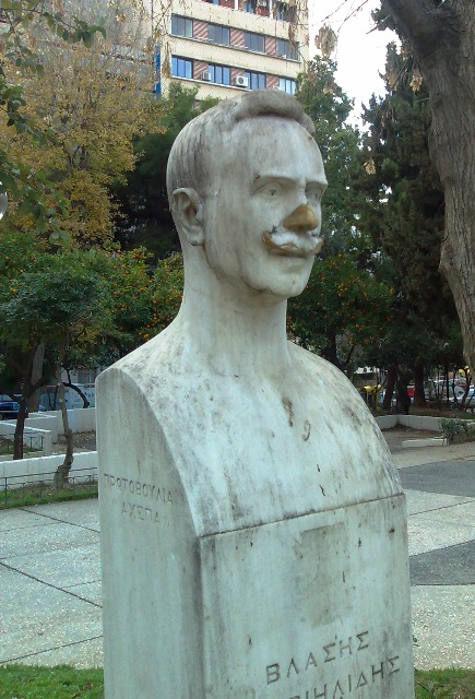 O Βλάσης Γαβρηιλίδης,Γλύπτης :Τόμπρος Μιχάλης