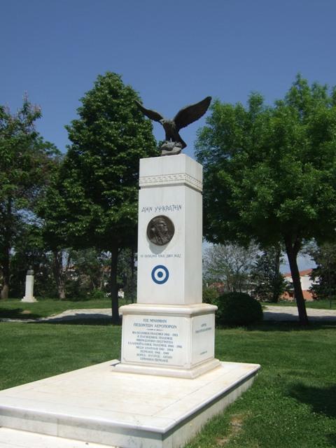 Μνημείο, Στάθης Αλεξόπουλος